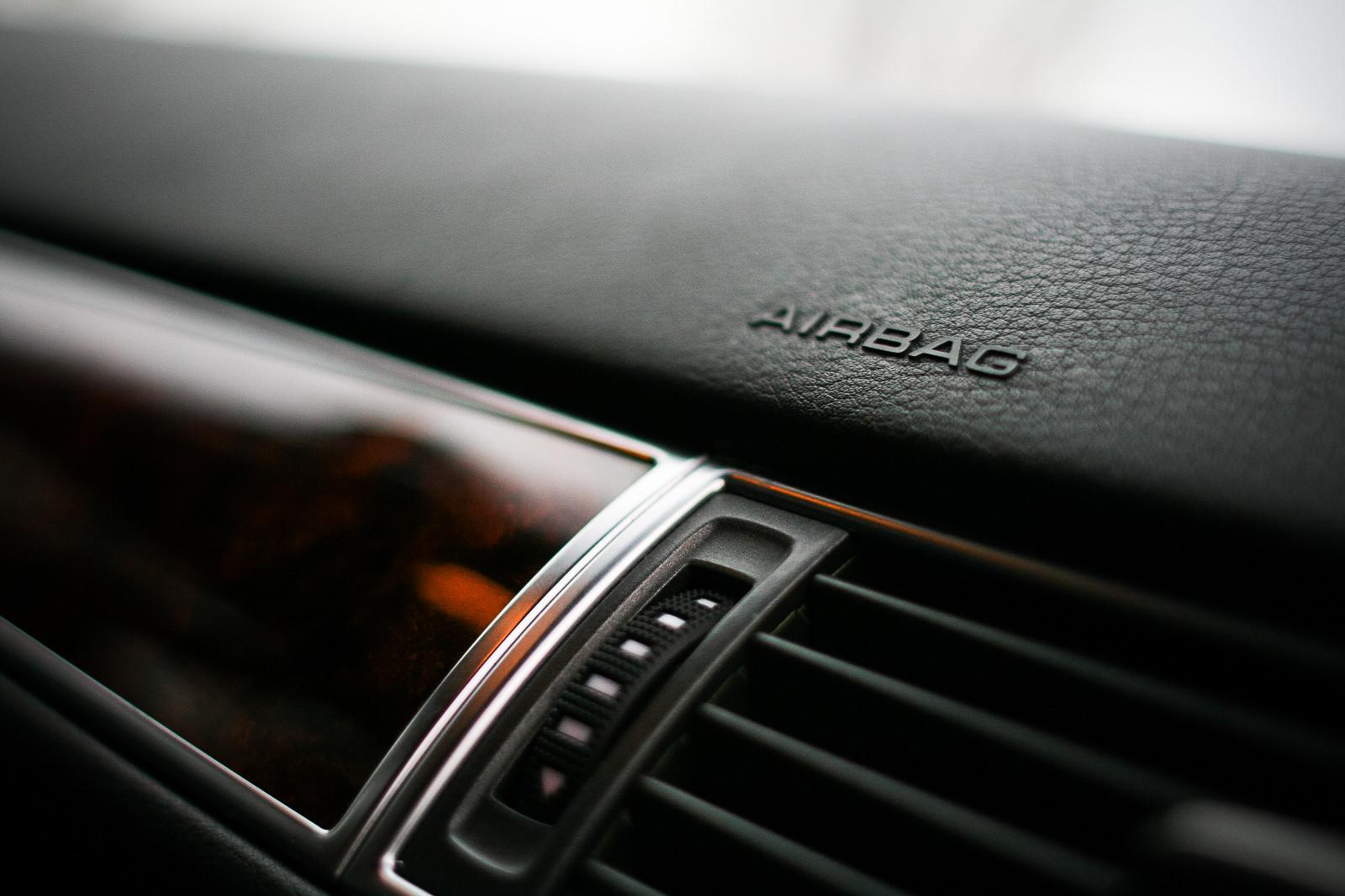 airbag-mark-on-a-dashboard-picjumbo-com.jpg [4.74 MB]